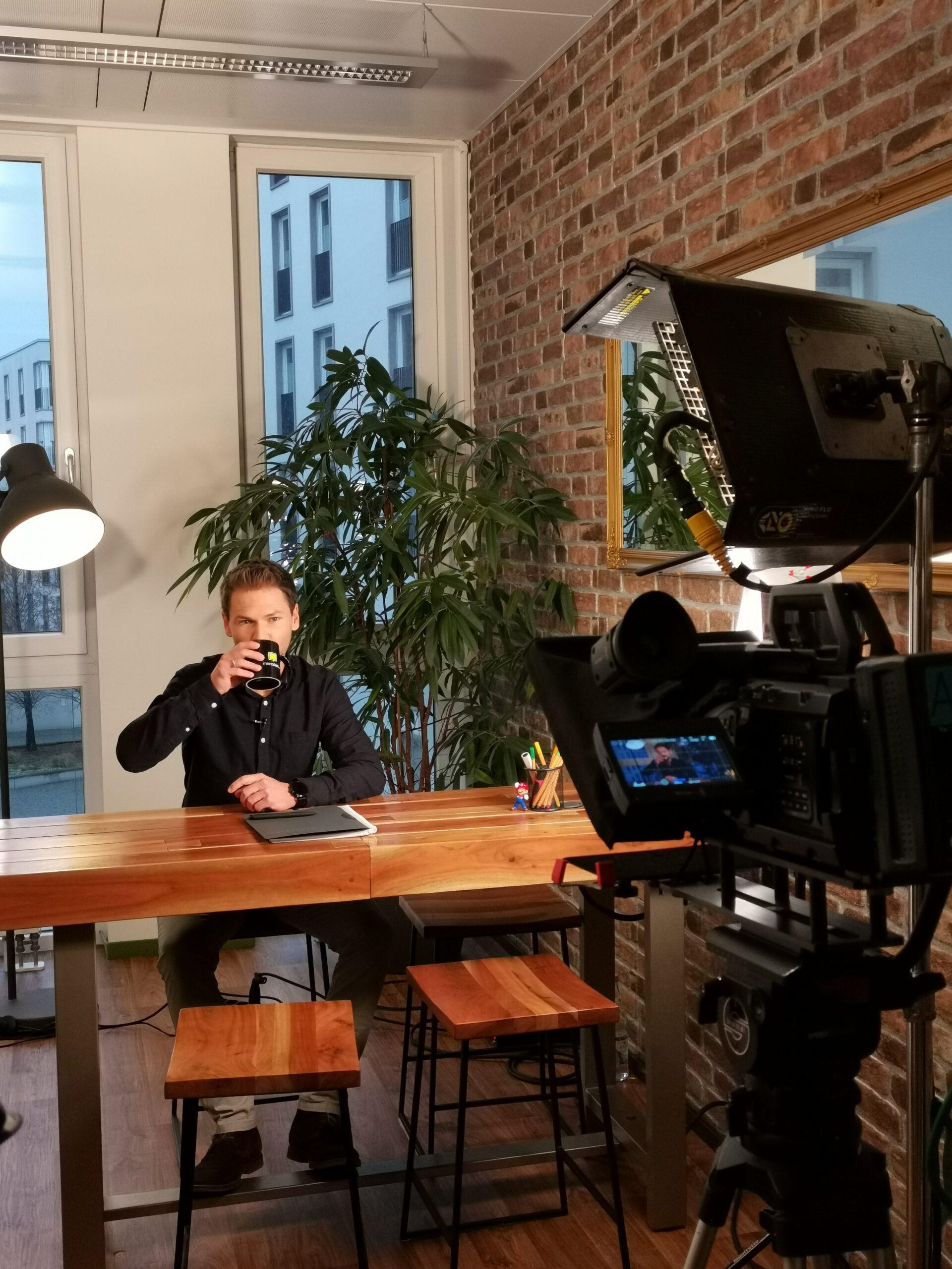 Host Tobias Witton